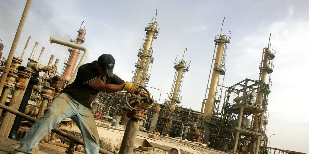 How are IS financing themselves in Libya and what should be done about it?